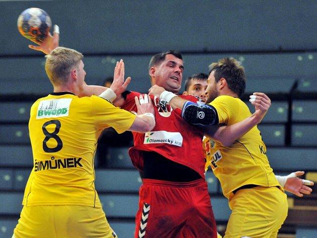 Házenkáři Přerova (v červeném) proti Dukle Praha