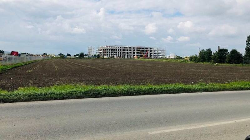V Kojetíně vyrůstá distribuční centrum společnosti Amazon.