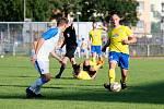 Fotbalisté Přerova (v bílém) proti FK Šumperk
