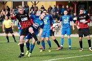 Fotbalisté Kozlovic (v modrém) proti B-týmu Opavy