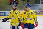 Hokejisté Přerova (ve žlutém) sestřelili Kadaň 8:2. Marek Sikora a Vojtěch Tomi. Foto: Deník/Jan Pořízek