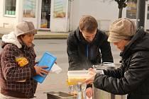 U místního nádraží v Prostějově mohou potřební dostat polévku zdarma.