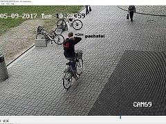 Policie hledá svědky krádeže kola u Nákupního centra Galerie Přerov
