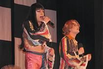 Travesti show skupiny Screamers v Městském domě v Přerově