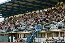 Takto zaplněný je stadion prakticky jen na derby s Kozlovicemi. Lidé na tribuně kvůli sporům nemohou využít občerstvení či toaletu.