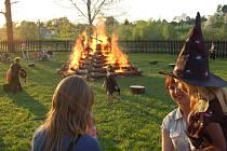 Pálení čarodějnic v Dřevohosticích