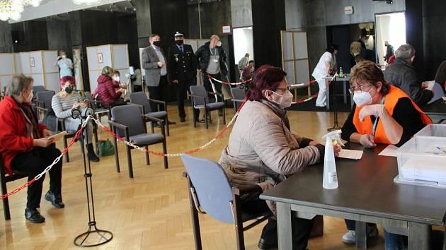 Očkovací centrum v přerovském klubu Teplo. 7. dubna 2021