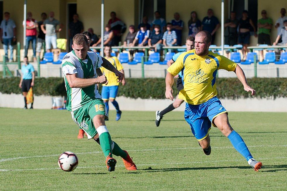 Fotbalisté Kozlovic (ve žlutém) proti Bzenci.