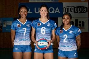 Volejbalistky Přerova představily kádr a nové dresy pro sezonu 2021/2022. Zámořské posily Alicia McClellan, Brianna Gardner a Latoya Hutchinson (zleva)