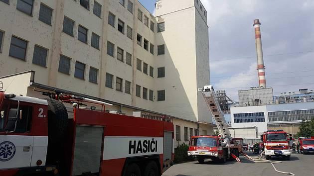 Zásah hasičů u požáru centrální archivní služby v Kojetínské ulici v Přerově