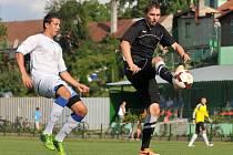 Fotbalisté Kozlovic (v černém) proti 1. FC Viktorie Přerov