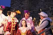 Rocková hudba i folklor se spojily v muzikálu o králi Ječmínkovi, který nesl podtitul Příběh o naději. Vystoupení na hradbách v Přerově si v sobotu večer vychutnalo několik stovek návštěvníků.