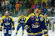 Hokejisté HC Zubr Přerov (v modrých dresech) v přípravě proti Aukro Berani Zlín. Jakub Ferenc. Foto: Deník/Jan Pořízek