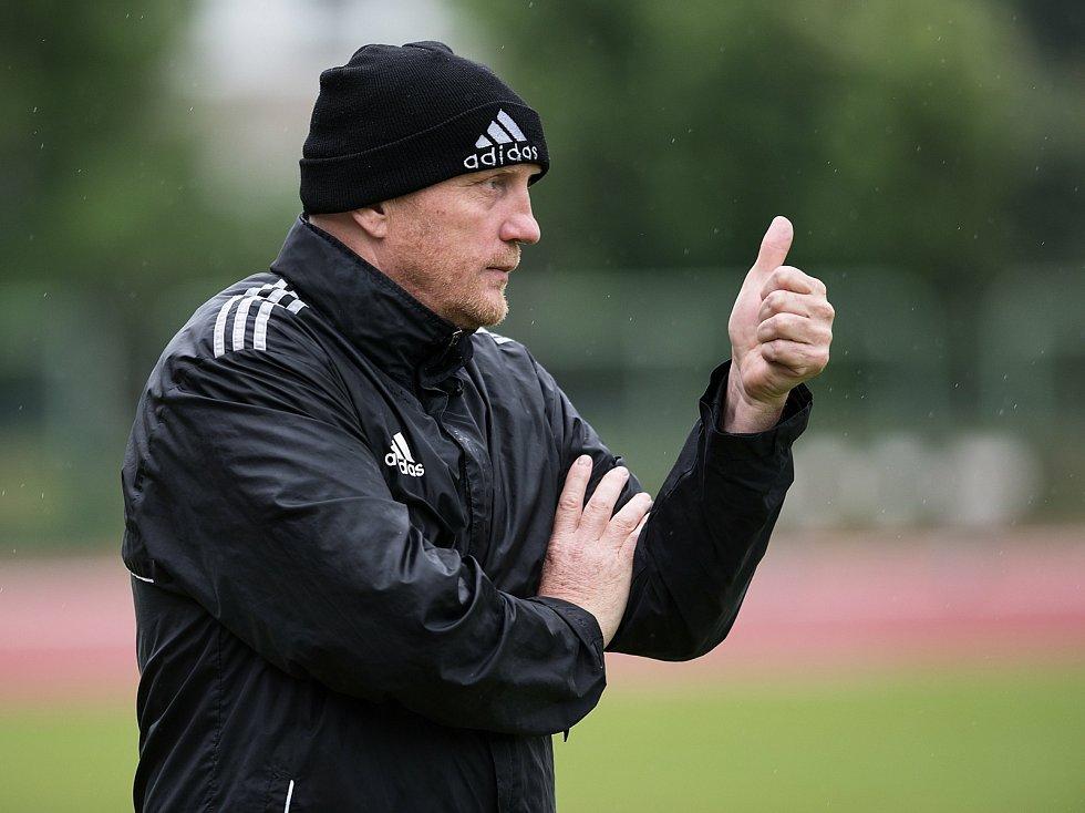 Fotbalisté 1. FC Viktorie Přerov (v modrém) proti FK Nové Sady v přátelském utkání. Rostislav Sobek