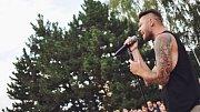 Petr Kadlec na vzpomínce na tragicky zesnulého frontmana kapely Linkin Park Chestera Benningtona v Přerově