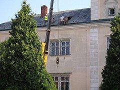 Rekonstrukce zámecké věže právě probíhá. Nejpozději v polovině října bude po téměř sto letech znovu zpřístupněna veřejnosti