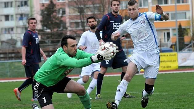 Fotbalisté Přerova (v bílém) proti Valašskému Meziříčí