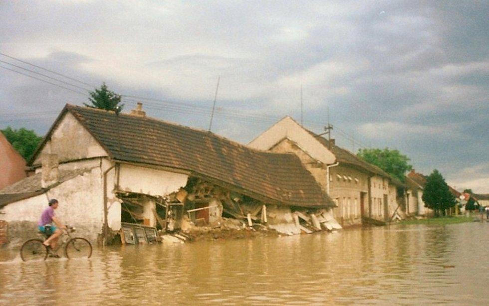Povodeň v Bochoři v roce 1997 - ulice Náves