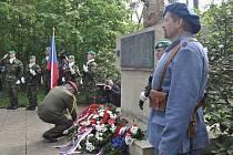 Pieta u pomníku obětem Přerovského povstání na olomouckých Lazcích