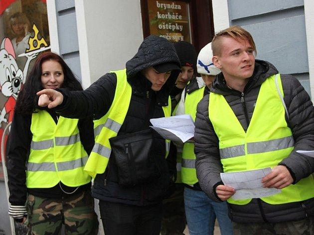 Studenty v reflexních vestách, kteří zjišťovali hustotu provozu, ale také chování řidičů a chodců, mohli potkávat ve středu na třinácti stanovištích Přerované.