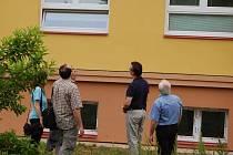 Rekonstruovaná škola v Dřevohosticích