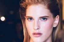 Osmnáctiletá Niki Trefilová, rodačka z Kojetínska, boduje na světových molech předních značek – Versace či Calvin Klein