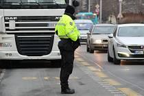 Doprava v Přerově a kontroly kamionů. Ilustrační foto