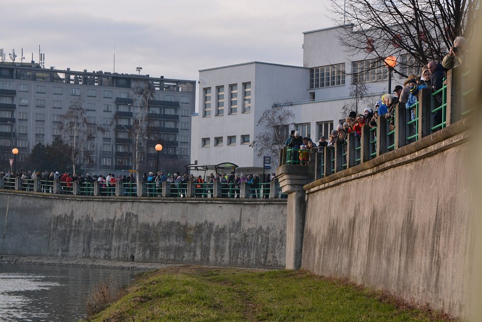 Silvestrovská show otužilců v Přerově 2019