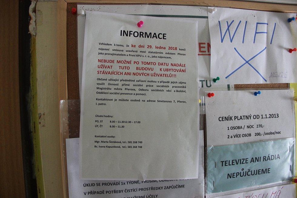 Nájemníci ubytovny Chemik v Přerově se ocitli v nelehké situaci. Do 25. ledna 2018 se musejí vystěhovat, protože ke 29. lednu končí smlouva města s provozovatelem ubytovny - společností První KPU.