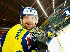 Hokejisté Přerova (v modrém) proti Ústí nad Labem.