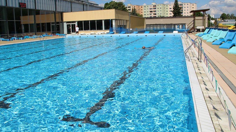 Venkovní bazén Plaveckého areálu v Přerově v pondělí 31. května 2021 - první den znovuotevření