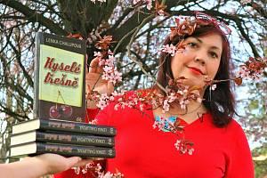 Poslední kniha spisovatelky Lenky Chalupové Kyselé třešně se dočkala dotisku. Kvůli velkému zájmu čtenářů byla totiž během pár měsíců vyprodána.
