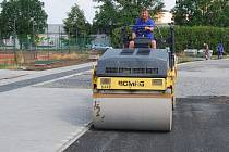 Nového sportoviště se dočká Základní škola Za mlýnem v Přerově. Práce potrvají do konce prázdnin (na snímku).