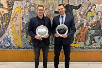 Přerovští vodní pólisté Kristián Holibka (vlevo) a Andrej Janíček se v Praze dočkali ocenění.