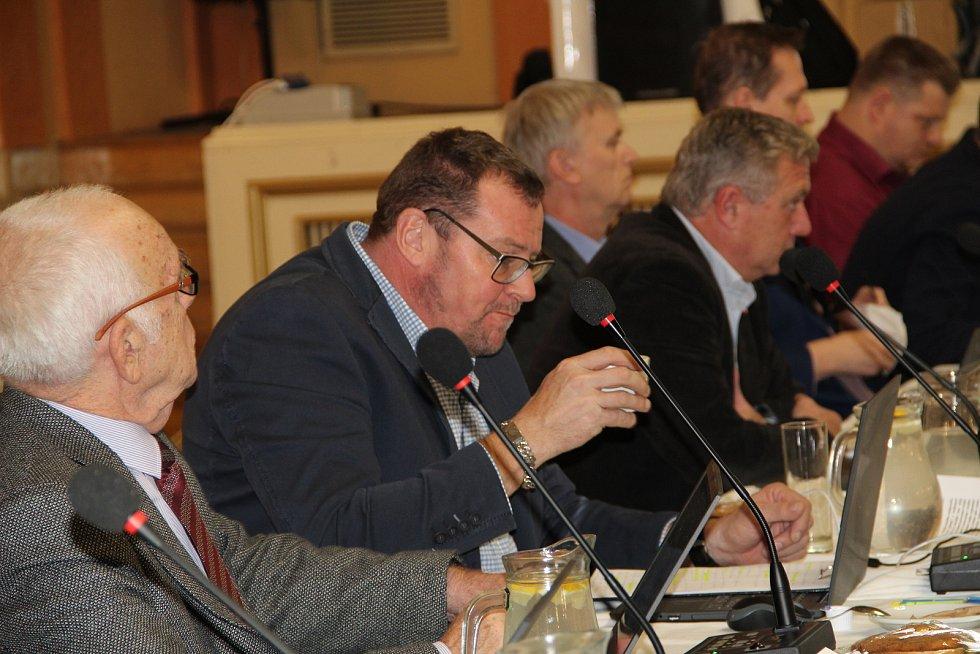 Zasedání přerovského zastupitelstva 9. prosince 2019. Řešil se mimo jiné i záměr na úplatný převod tenisové haly do majetku města.