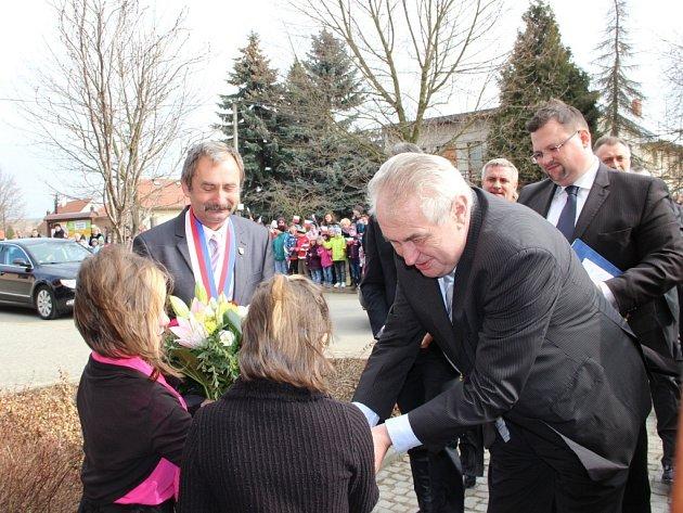 Prezident Miloš Zeman na návštěvě obce Hradčany