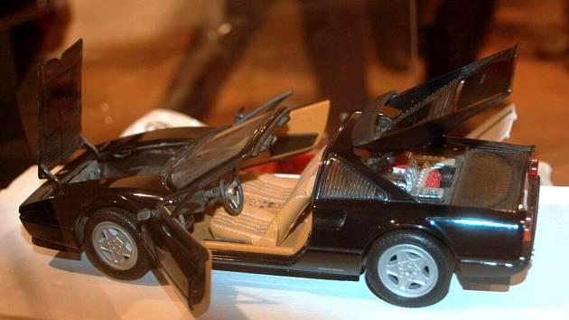 Expozice modelů kultovních vozidel druhé poloviny 20. století na Helfštýně