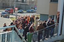 Takto to vypadalo na pokladnách přerovského zimního stadionu půlhodinu po spuštění předprodeje vstupenek na čtvrtfinále WSM ligy