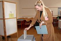 Krajské volby 2016 ve volební místnosti v Palackého ulici v Přerově