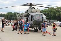 V sobotu dopoledne mířily na bochořské letiště davy lidí, konal se zde už potřetí Dne letiště.