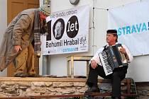 Ve čtvrtek 24. července se na festivalu Dostavníčko představilo Bílé divadlo Ostrava s inscenací Hráz věčnosti.