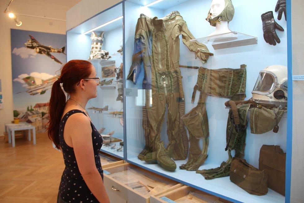 Výstava v přerovském Muzeu Komenského mapuje 110 let přerovského letectví. Část expozice je věnována také Karlu Janouškovi, maršálovi letectva, jenž se v Přerově narodil.