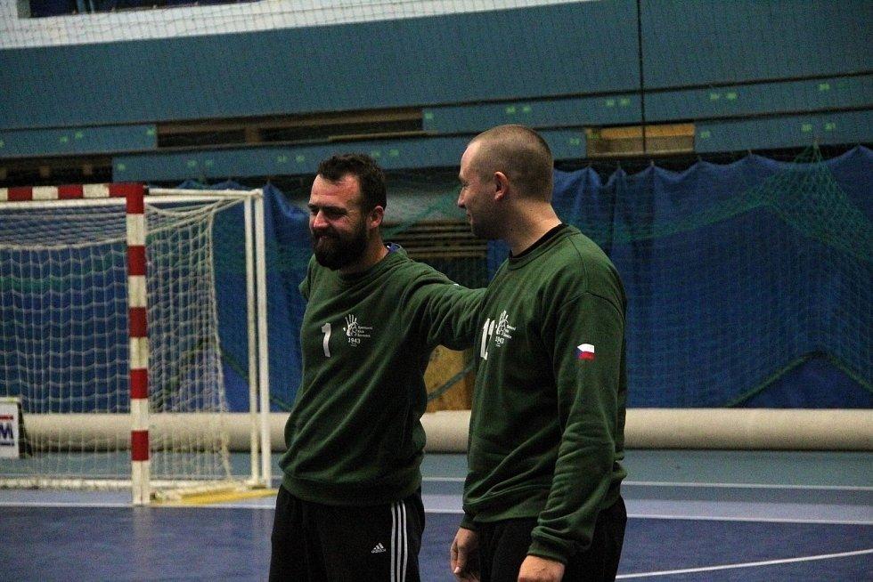 Házenkáři Žeravic (v černém) v pohárovém utkání s Bystřicí pod Hostýnem.