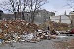 Vystěhovaná a zdevastovaná Škodova ulice v dubnu 2013