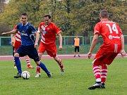 Fotbalisté 1. FCV Přerov (v modrém) proti Hněvotínu