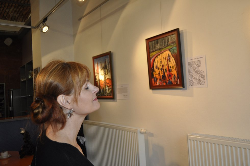 Výstava olejomaleb známého jazzového trumpetisty Laca Decziho v Galerii města Přerova