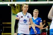 Volejbalistky Přerova (v bílém) proti Fénixu Brno