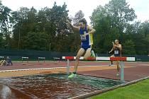 František Kopečný z SK Přerov v běhu na 3000 metrů překážek