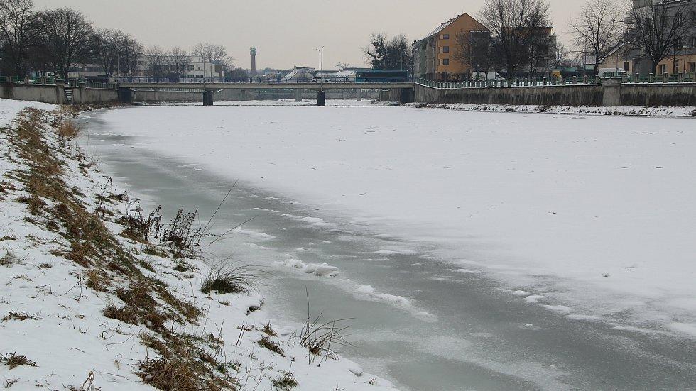 Řeka Bečva v Přerově 17. února 2021