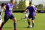 Fotbalisté Želatovic (v pruhovaném) doma proti Velkým Losinám.